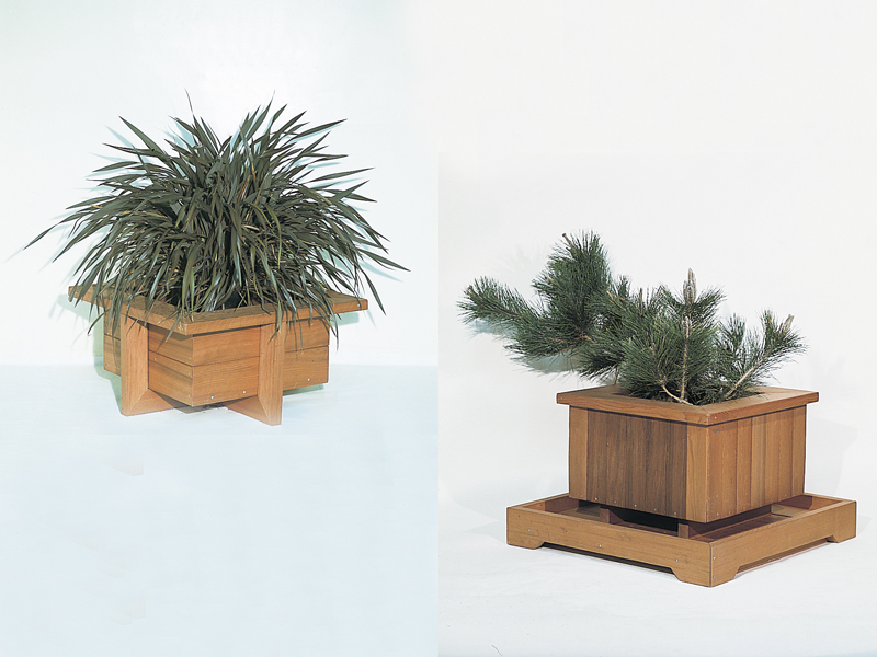 Arts and Crafts Plan Front of Home Redwood Planters
